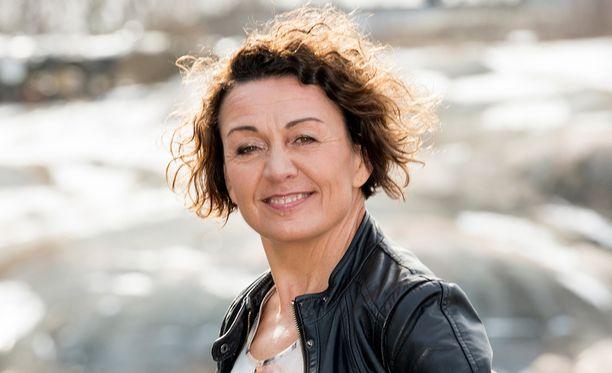 Näyttelijä Anneli Ranta, 60, kertoo pitävänsä itsestään huolta muun muassa käymällä tanssitunneilla. Hän rakastaa työtään. Hommat eivät lopu, vaikka hän Salkkareista lähtikin.