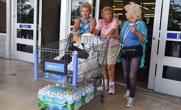 Floridassa ihmiset ovat tyhjentäneet kauppoja perustarvikkeista varautuessaan Irman mahdolliseen saapumiseen.