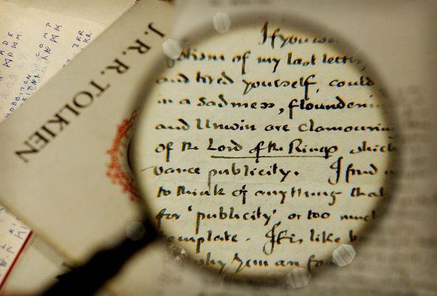 J.R.R. Tolkienin trilogia Taru sormusten herrasta on yksi maailman eniten myydyimmistä kirjoista.