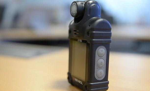 Helsingin poliisilla on ollut koekäytössä kolmekymmentä vaatteisiin kiinnitettävää kameraa.