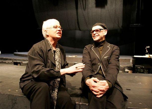 Ohjaaja Leena Salonen ja koreografi Jorma Uotinen tuskin malttavat olla puhumatta päällekkäin kertoessaan yhteistyöstään oopperamaailmassa.