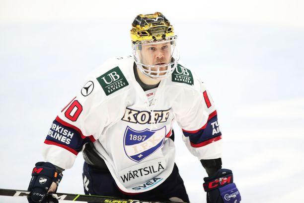 Mikko Kousa kantoi kultakypärää HIFK:ssa.
