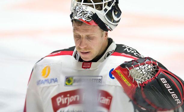 Juuso Riksman torjui Ässät playoffeihin.