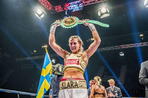 Klara Svensson otteli ammattilaisen 20 ottelua, joista voitti 18.