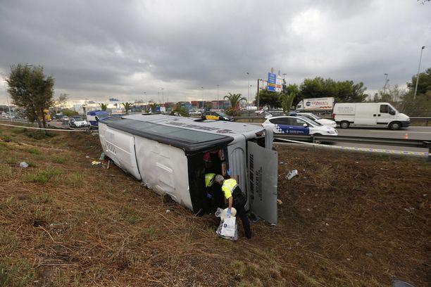 Onnettomuus tapahtui aamuyöllä. 24 ihmistä loukkantui.