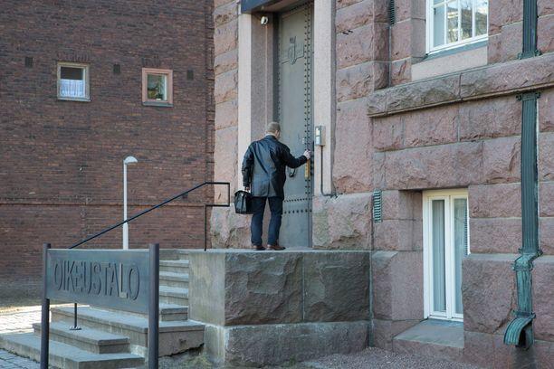 Syytteitä käsiteltiin Kotkan oikeustalolla. Arkistokuva.