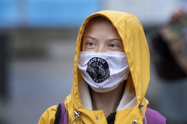 Greta Thunberg osoittaa edelleen viikoittain mieltään myös ilmaston puolesta.