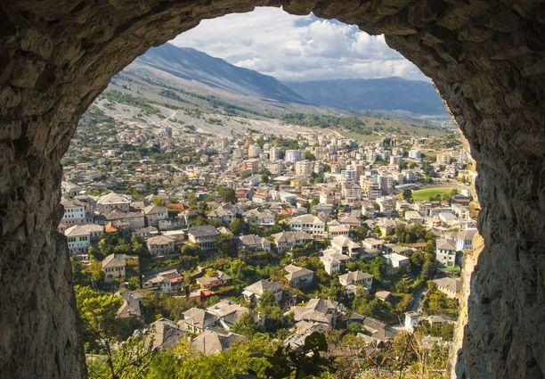 Albanian korkeuserot tuovat esille upeat maisemat.