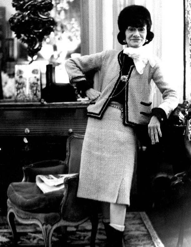 Yksi Chanellin kuuluisimmista luomuksista oli tällainen jakkupuku.