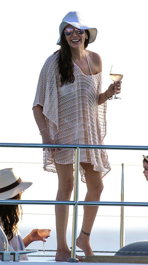 Lauren Silverman on Cowellin nykyinen kumppani.