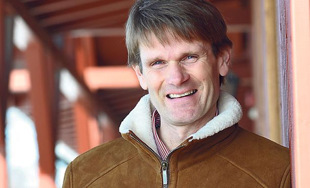 Marcus Grönholm työskentelee kauppakeskuksessa, jonka omistaa yhdessä vaimonsa kanssa.