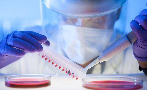 Osa suomalaisen syöpätutkimuksen rahoituksesta tulee julkiselta puolelta, osa säätiöistä ja erilaisista rahastoista. Osa rahoista tulee ulkomailta esimerkiksi lääkeyhtiöiden rahoittaman tutkimuksen kautta.