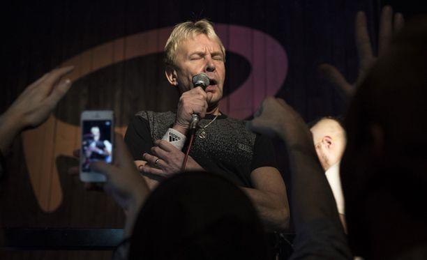 Matti Nykänen itsekin nähtiin usein laulamassa.