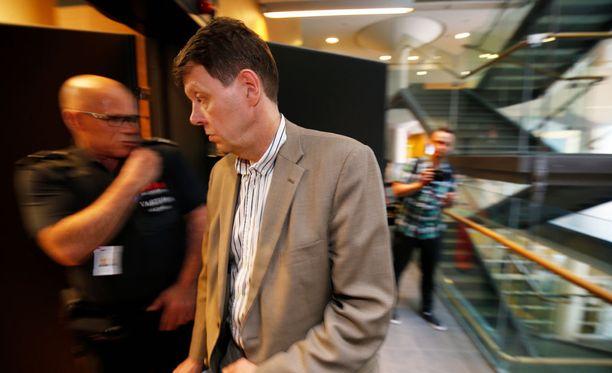 Aarnio-vyyhdin tutkinnajohtaja Jukka Haavisto tuli paikalle seuraamaan Vilhusen vangitsemisistuntoa.