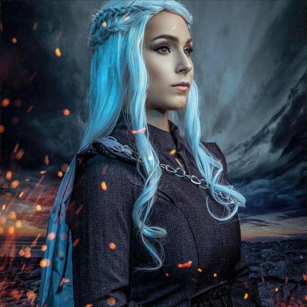 Daenerysin tarina on saanut lisää kerroksia sarjan edetessä. Tässä Satu Kapanen posereaa Daenerysinä.
