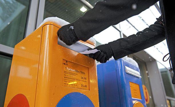 Postia jakaneen työntekijän epäillään jättäneen lähetyksiä jakamatta peräti neljän kuukauden ajan.