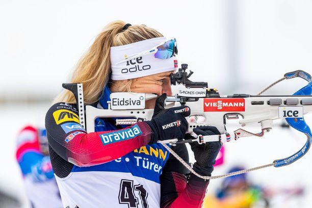 Tiril Eckhoff ampui yhden sakon, mutta voitti silti Oberhofissa.