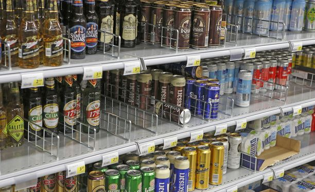 Uutissuomalaisen kyselyn mukaan puolet suomalaisista haluaa vahvat oluet ja limuviinat ruokakauppoihin.