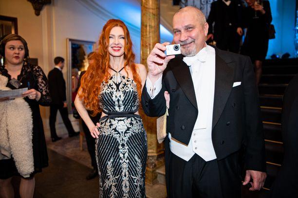 Risto Asikainen vuoden 2018 Linnan juhlien jatkoilla. Seurana vaimo Stiina.