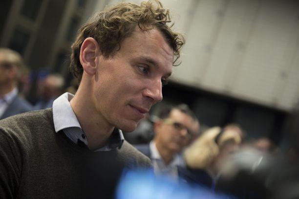 Kirjailija Juha Itkonen joutui kohtaamaan uusnatsien kulkueen.