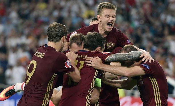 Venäjän pelaajat riemuitsivat lisäaikamaalista.