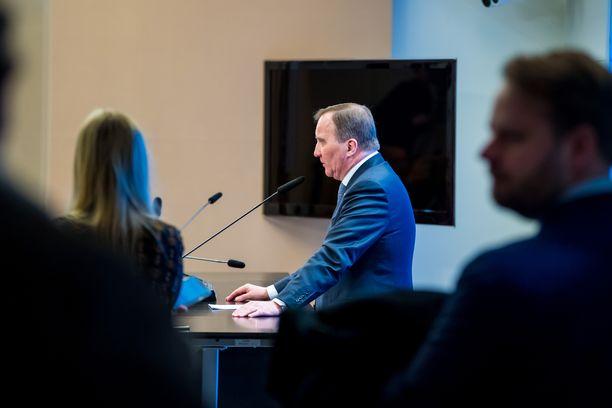 Pääministeri Stefan Löfven seisoo Ruotsin koronastrategian takana.