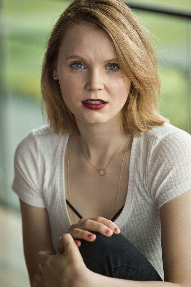 Ella Lymistä tulee näyttelijä toisessa polvessa.