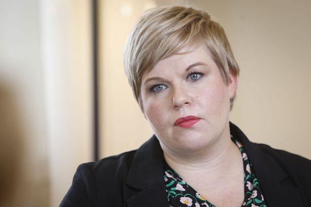 Valtiovarainministeri Annika Saarikko (kesk) ilmoitti keskiviikkona Keskuskauppakamarin Suuressa Veropäivässä, että hän aikoo esittää vuoden 2022 budjettineuvotteluissa ansiotuloverotuksen alentamista.