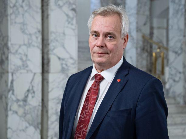Keuhkokuumeeseen Espanjassa joulun aikoihin sairastunut SDP:n puheenjohtaja Antti Rinne pääsi perjantaina lentämään takaisin Suomeen.