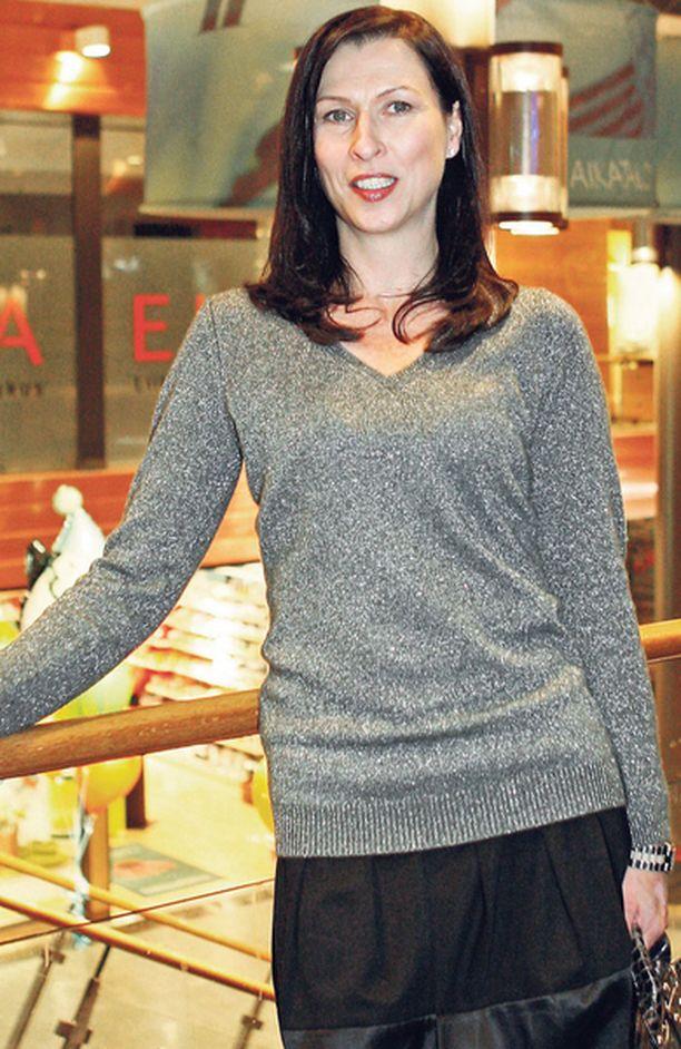 TAAS SUOMESSA Erja edusti viimeksi Helsingissä marraskuussa. Tuolloinkin hän oli mukana hyväntekeväisyystapahtumassa.