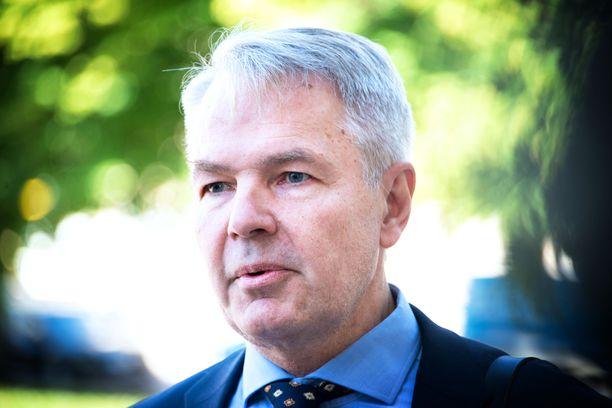 Ulkoministeri Pekka Haavisto (vihr) puhui tiedotustilaisuudessa.