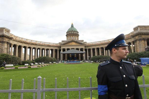 Kazanin katedraali on tunnettu maamerkki Pietarissa.
