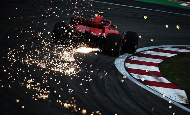 Kimi Räikkösen Ferrari iski tulta lauantain viimeistelyharjoituksessa.
