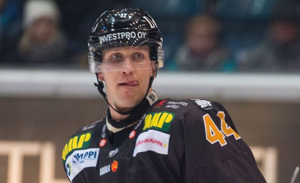 Joni Pitkänen teki ottelun avausmaalin.
