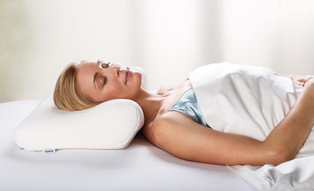 Oikeanlainen tyyny auttaa lihaksia rentoutumaan yön aikana.