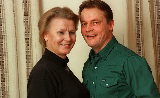 Tuire ja Timo T.A.Mikkonen olivat aviossa 30 vuotta. Liitto päättyi pettämiskohuun.