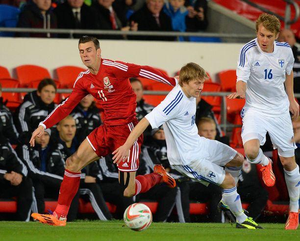 Walesin Gareth Bale (vas.) ei saanut mitään ilmaiseksi Jere Uroselta.