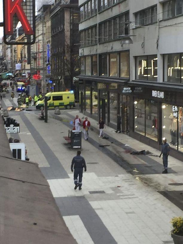 Tukholman terrori-isku lisäsi suomalaisten terrorismin pelkoa.