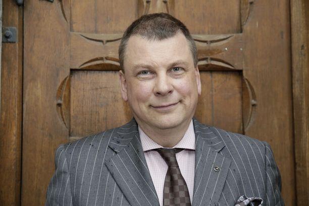 Elinkeinoelämän keskusliiton EK:n johtajan Ilkka Oksalan mukaan kyseessä on palkankorotus, jos työaika vähenee ja palkka pysyy ennallaan.