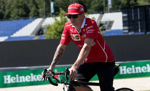 Kimi Räikkönen tutustui Red Bull Ringiin pyörälenkillään.