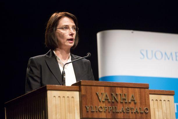 Anne Brunila on toiminut aiemmin muun muassa Fortumin johtoryhmässä ja Metsäteollisuus ry:n toimitusjohtajana.
