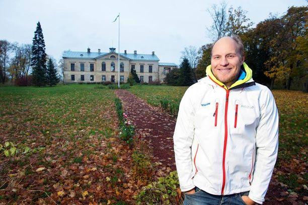 MAASEUDULLA Alppihiihtäjä Kalle Palander osti perheineen hiljattain tilan Itä-Virunmaalta.