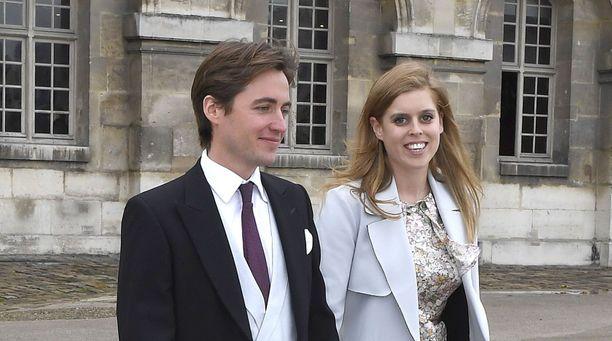 Prinsessa Beatrice ja Edoardo Mapelli Mozzi astelevat avioliittoon toukokuussa.