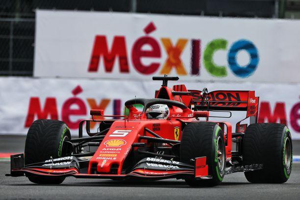 Sebastian Vettelin ajolinjat eivät tyydyttäneen Max Verstappenia.