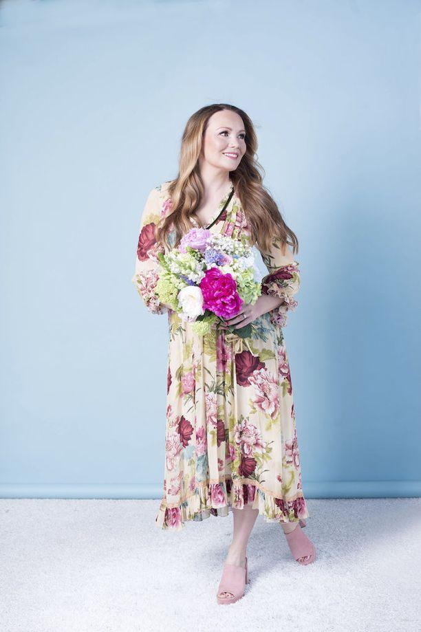 Marja Hintikan unelma omasta keskusteluohjelmasta toteutui äitiysvuosien aikana.