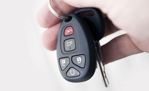 Kaukaa auton oven avaavat avaimet ovat nykyään yleisiä, mutta eivät riskittömiä.