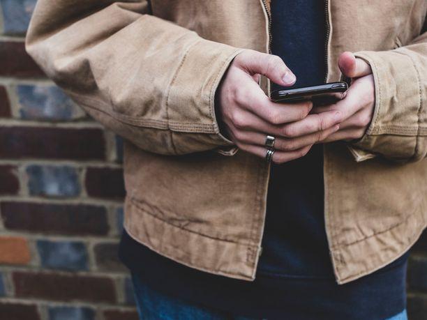 Ryöstäjät himoitsivat iPhonea, mutta saivatkin vahingossa Androidin. Kuvituskuva.