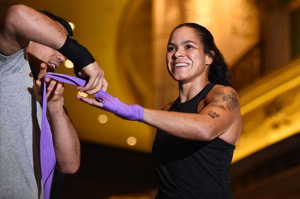Amanda Nunes on ensimmäinen tuplamestari UFC:n naisten sarjoissa.