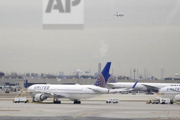 United Airlinesin lento teki hätälaskun. (Kuvituskuva)