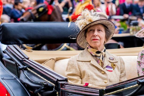 Prinsessa Annella on myös kaksi lasta, Peter, 41,  ja Zara, 38, Phillips.